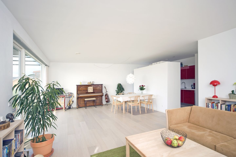 haus kubi purismus mit farbakzent. Black Bedroom Furniture Sets. Home Design Ideas